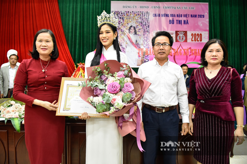 Hàng nghìn người đón hoa hậu Đỗ Thị Hà về thăm quê - Ảnh 10.