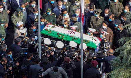 Nhà khoa học hạt nhân Iran bị ám sát bằng vũ khí điều khiển từ vệ tinh - Ảnh 1.