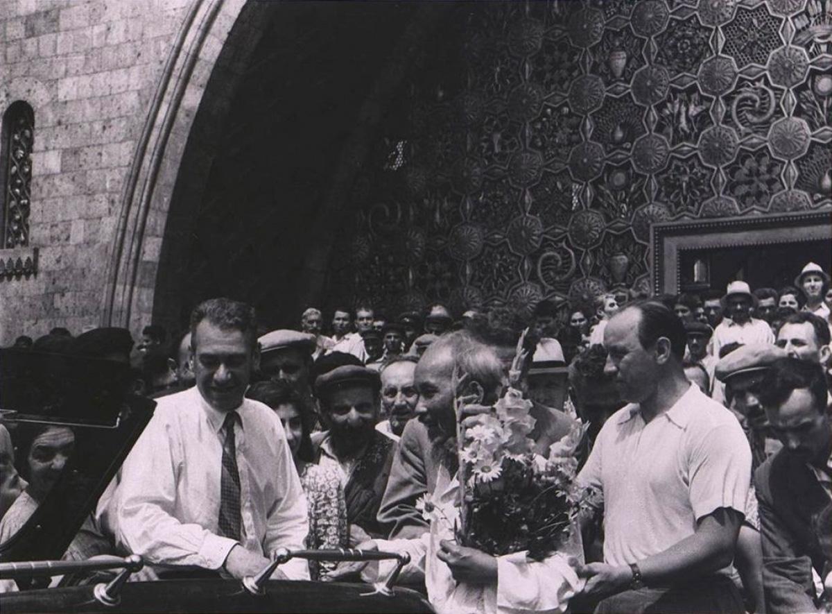 Loạt ảnh quý hiếm về Chủ tịch Hồ Chí Minh thăm Armenia - Ảnh 5.