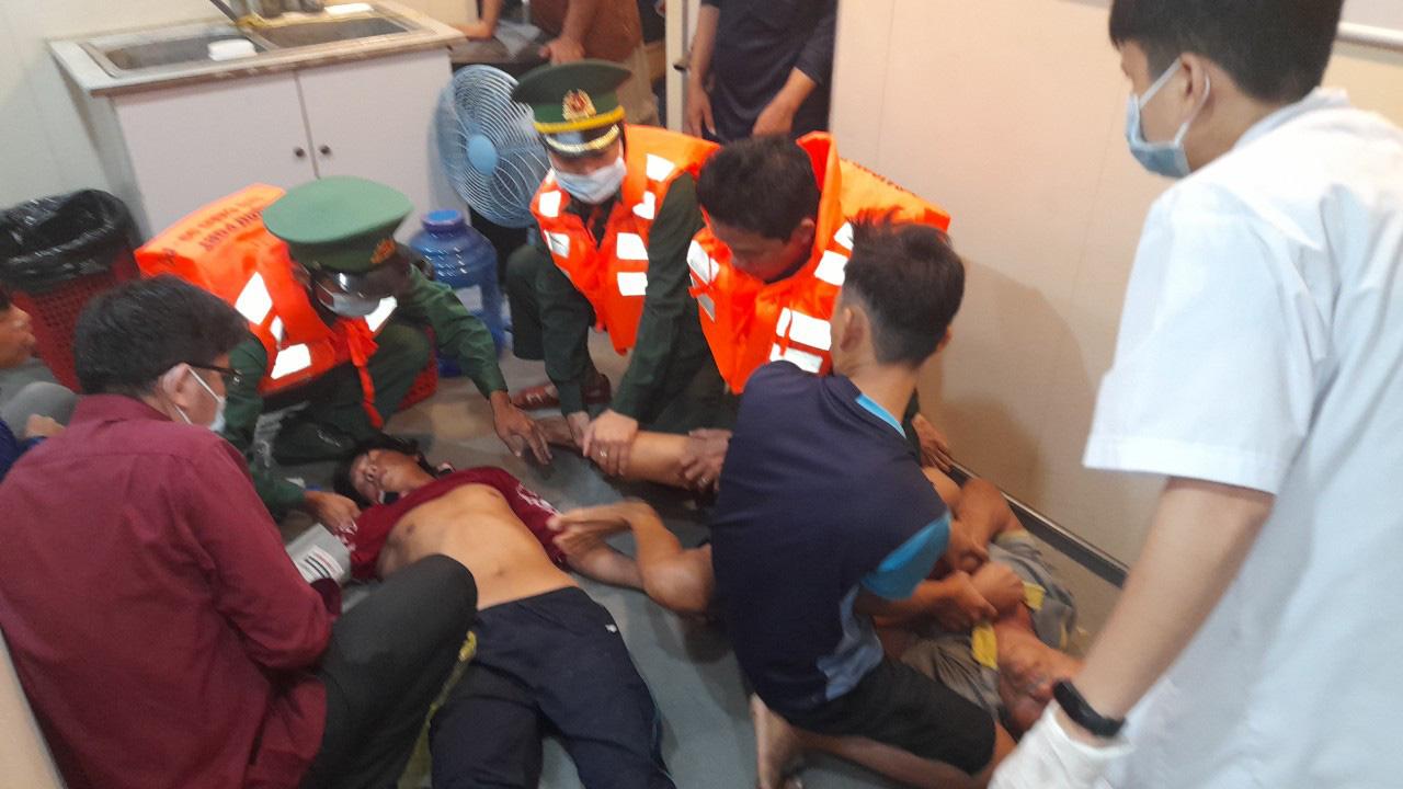 Kiên Giang: 4 ngư dân bị ngạt khí hầm cá lúc đang đánh bắt trên biển - Ảnh 2.