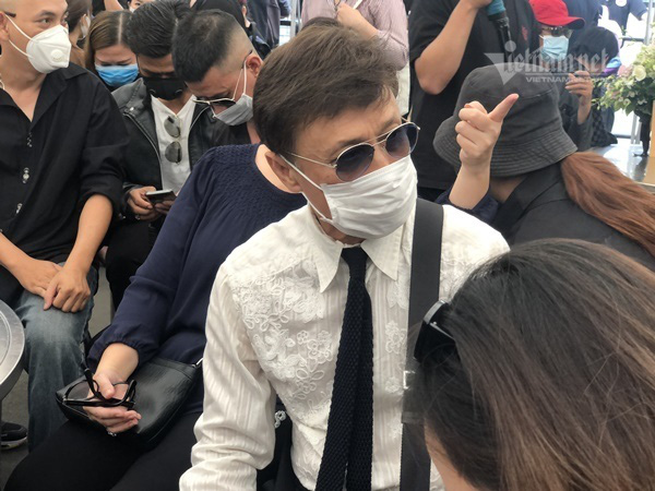 Phút cuối tiễn biệt nghệ sĩ Chí Tài khiến NSƯT Hoài Linh lặng lẽ, Trường Giang khóc nghẹn - Ảnh 6.