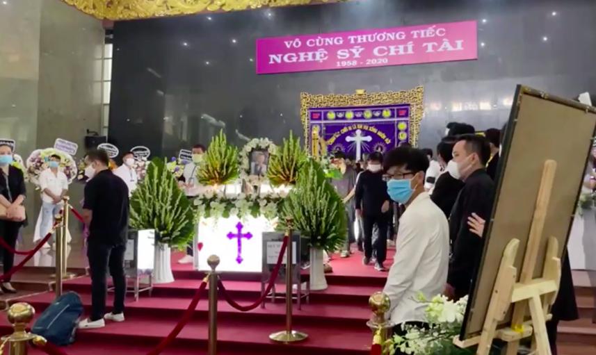 Phút cuối tiễn biệt nghệ sĩ Chí Tài khiến NSƯT Hoài Linh lặng lẽ, Trường Giang khóc nghẹn - Ảnh 8.