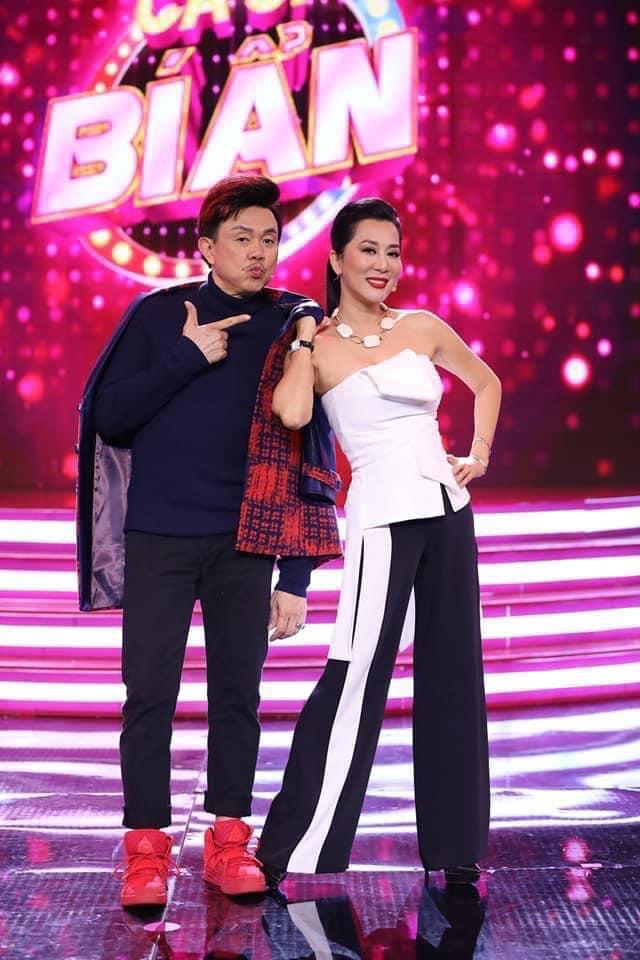 """MC Kỳ Duyên nghẹn lời phút cuối tiễn biệt Chí Tài - """"Nghệ sĩ duy nhất không có anti-fan"""" - Ảnh 1."""