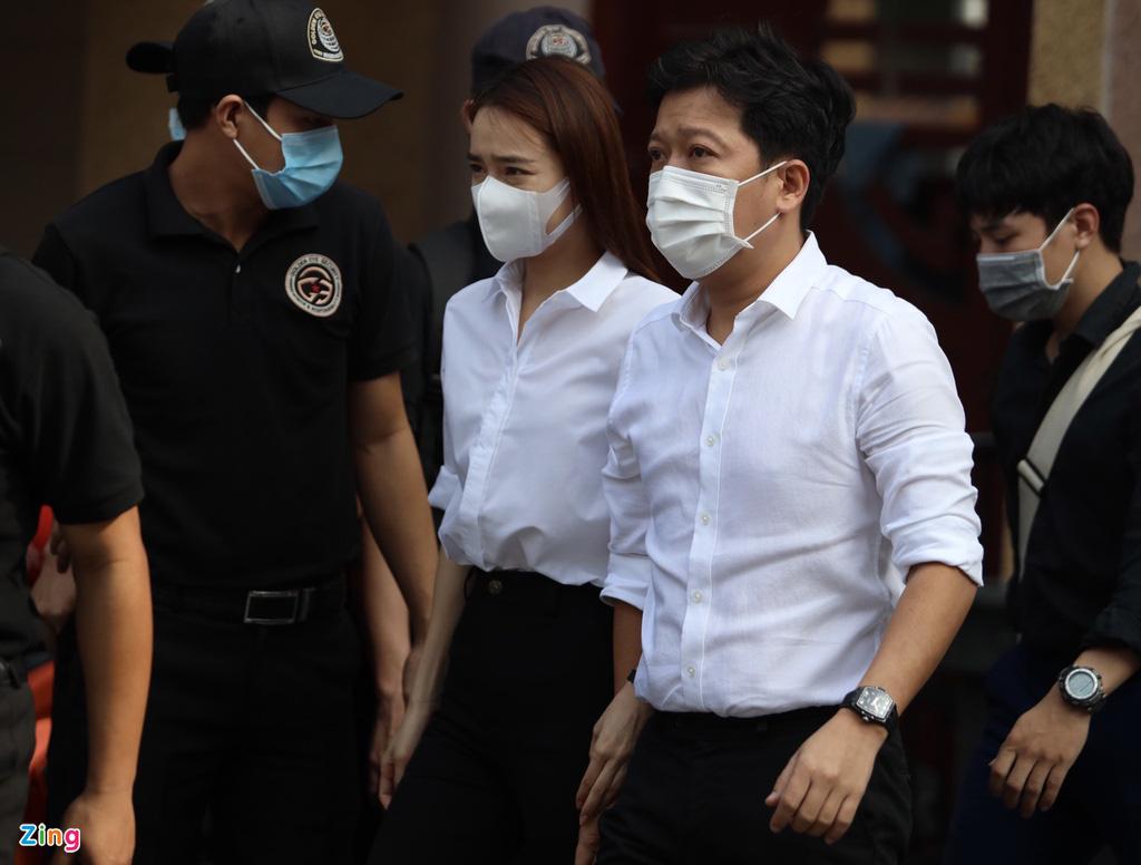 Phút cuối tiễn biệt nghệ sĩ Chí Tài khiến NSƯT Hoài Linh lặng lẽ, Trường Giang khóc nghẹn - Ảnh 3.