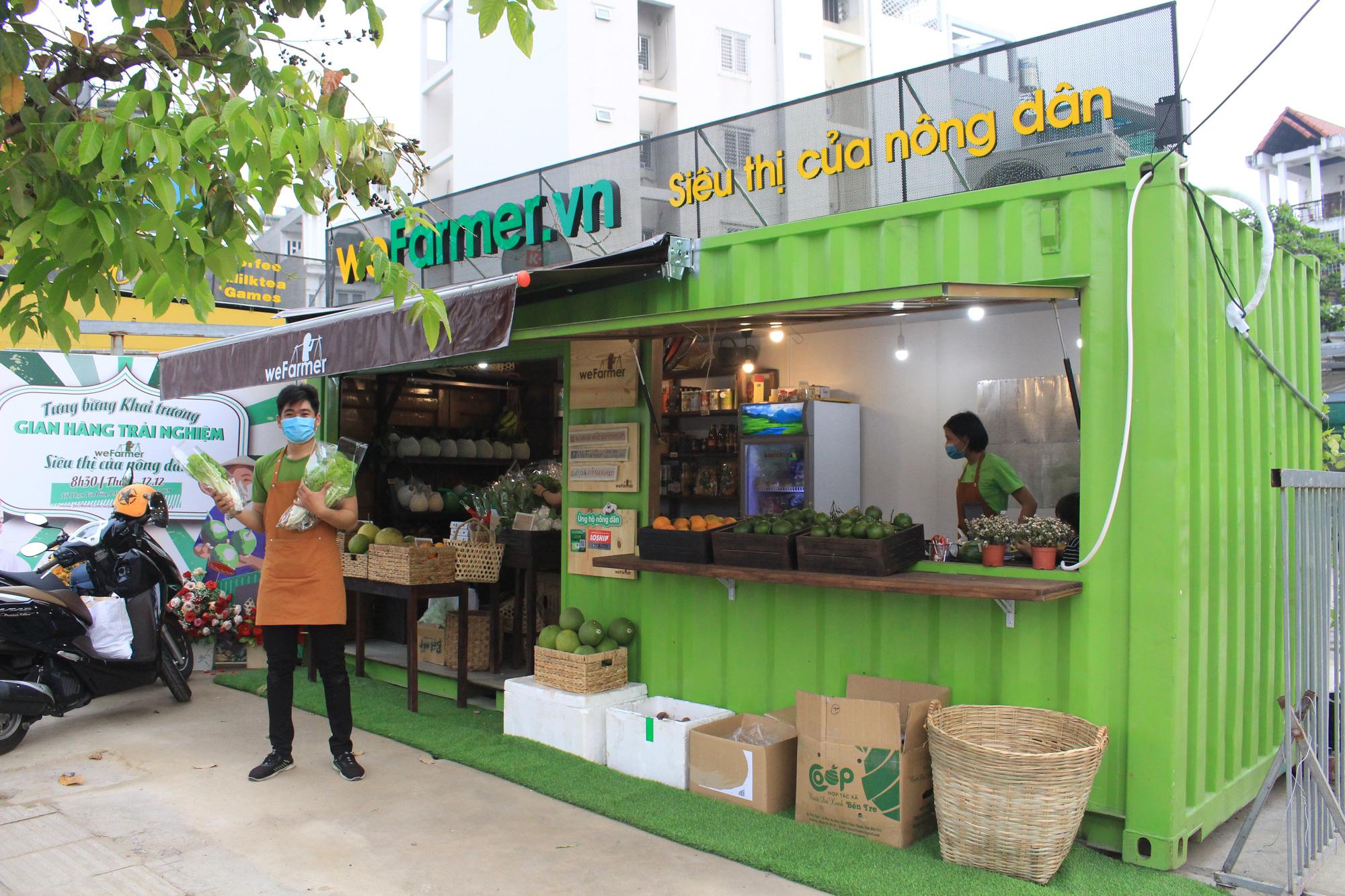 Siêu thị của nông dân đầu tiên ở Sài Gòn có gì, mà vừa mở bán, thanh long, cam canh đã bị mua sạch? - Ảnh 13.
