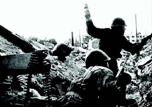 5 trận chiến đơn lẻ đẫm máu nhất lịch sử nhân loại: Xác người chất đống - Ảnh 5.