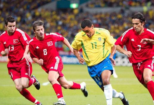 """14 ngoại binh """"số má"""" từng đến V.League: Có người từng vô địch World Cup - Ảnh 1."""