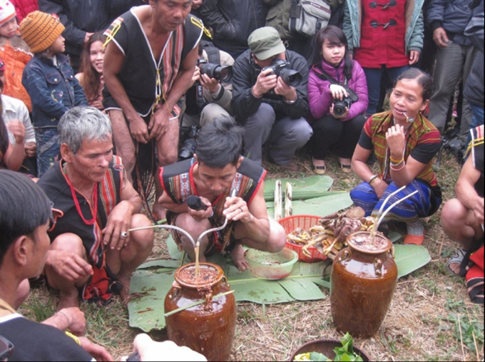 Ở Việt Nam có tộc người huyền bí nơi một tiếng gà gáy 3 nước cùng nghe - Ảnh 1.