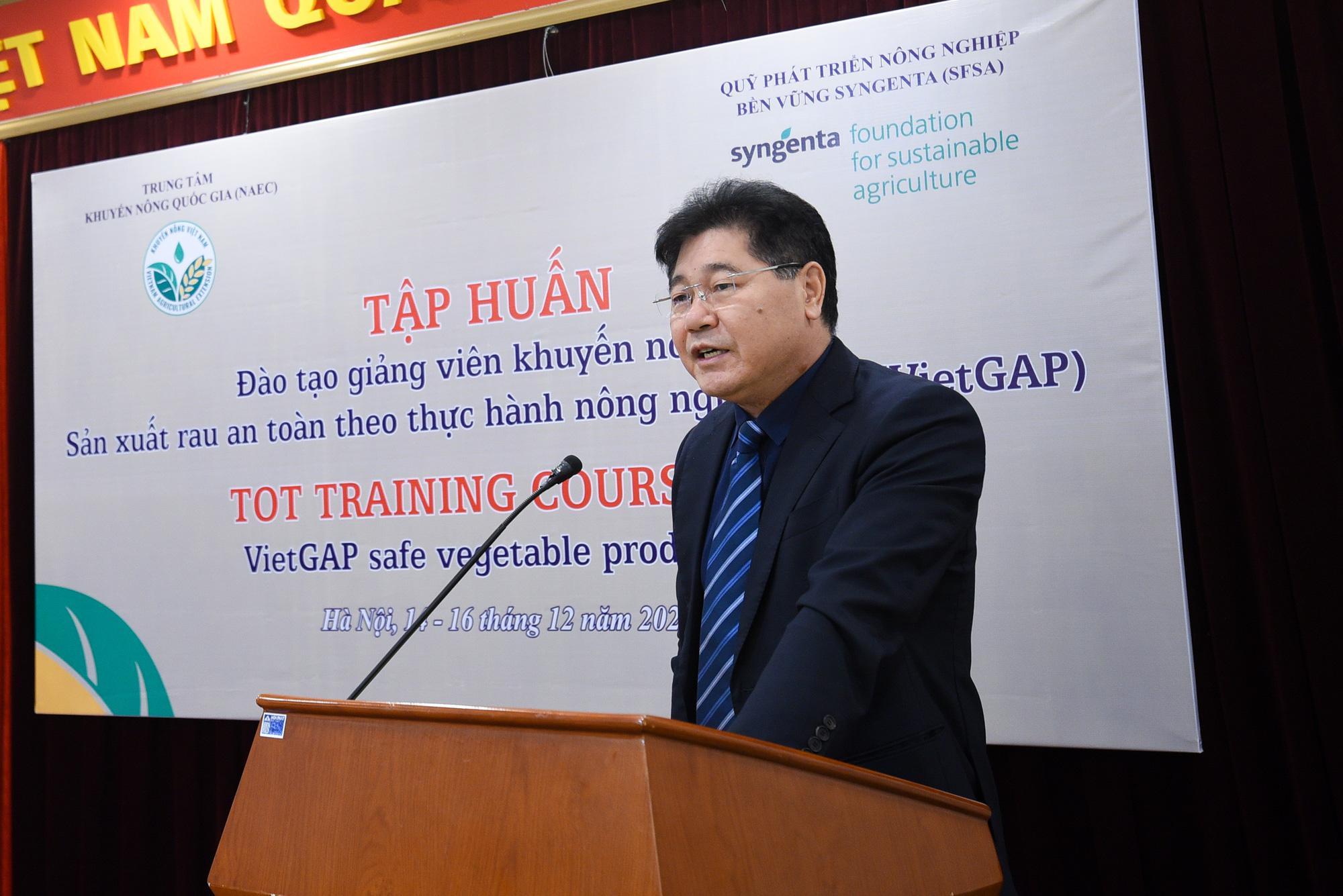 Hà Nội: Cán bộ khuyến nông học trồng rau VietGAP - Ảnh 1.