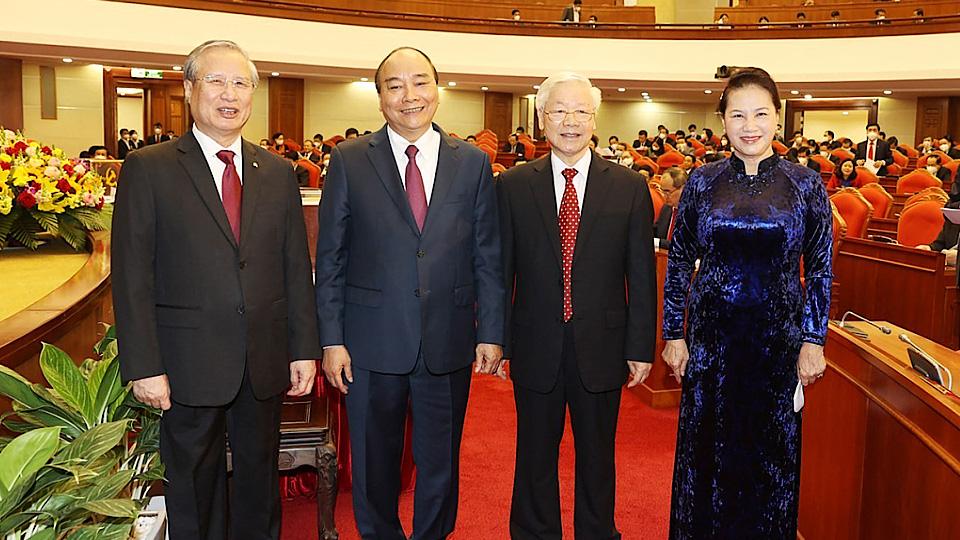 Giới thiệu nhân sự Bộ Chính trị, Ban Bí thư xong mới giới thiệu nhân sự Tổng Bí thư và 3 chức danh chủ chốt - Ảnh 1.