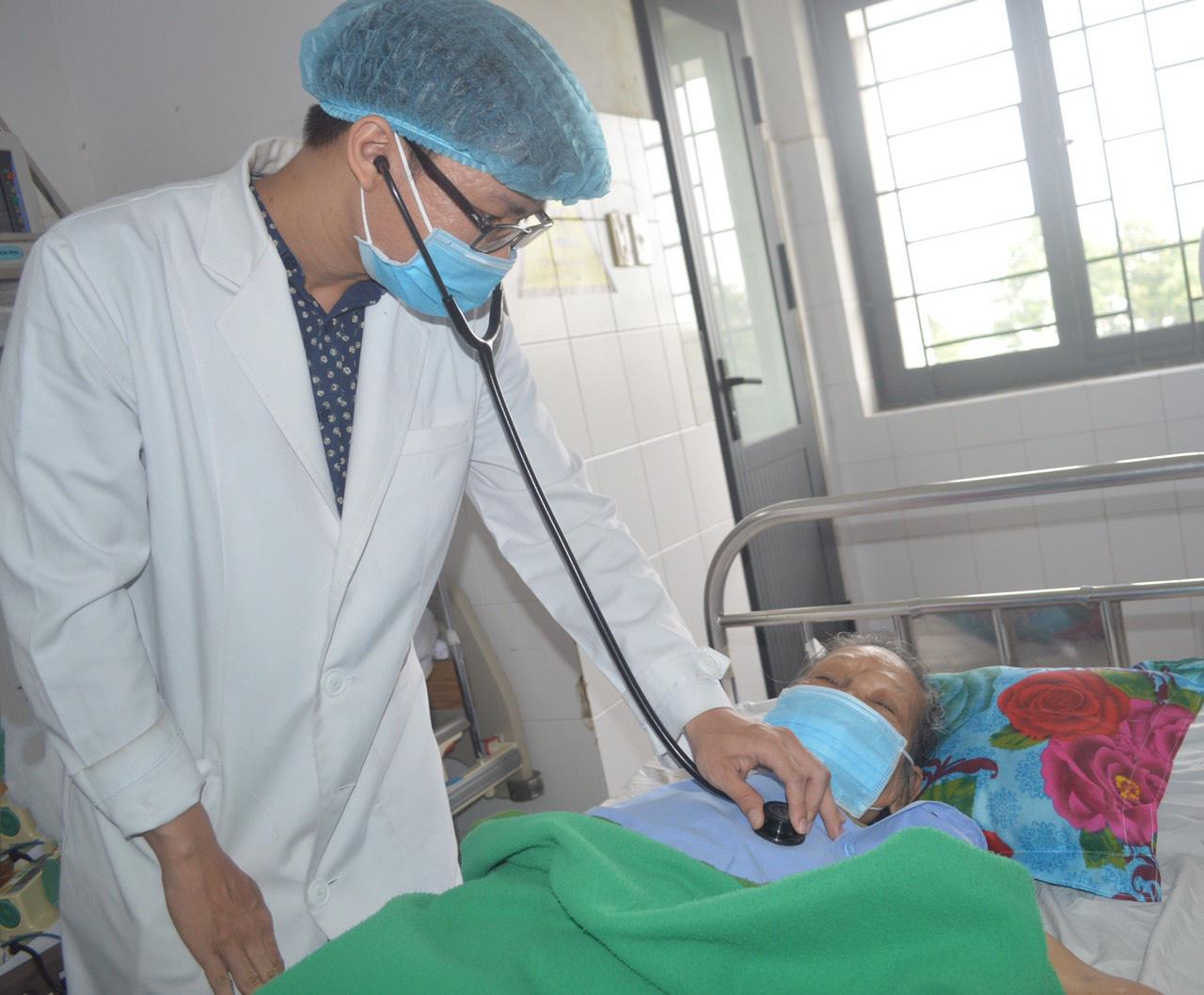 Bệnh viện Đa khoa Trung ương Cần Thơ: Trong hai ngày cứu sống 10 bệnh nhân nhồi máu cơ tim cấp - Ảnh 2.