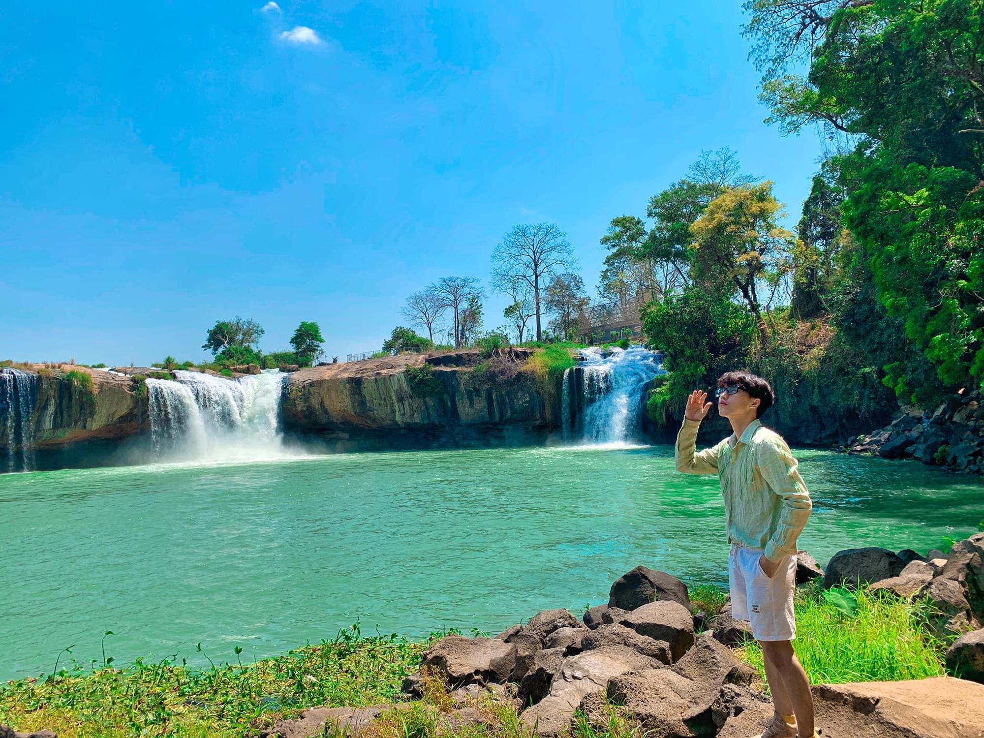"""Cây si cổ thụ có bộ rễ """"khủng"""" hút du khách tới chụp ảnh ở Đắk Lắk - Ảnh 5."""