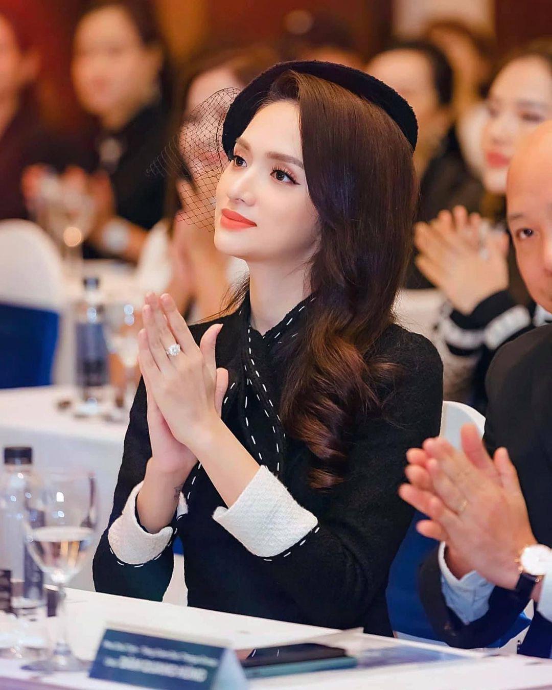 """Động thái mới gây chú ý của Hương Giang trước ồn ào với thí sinh """"Đại sứ Hoàn mỹ 2020"""" - Ảnh 1."""