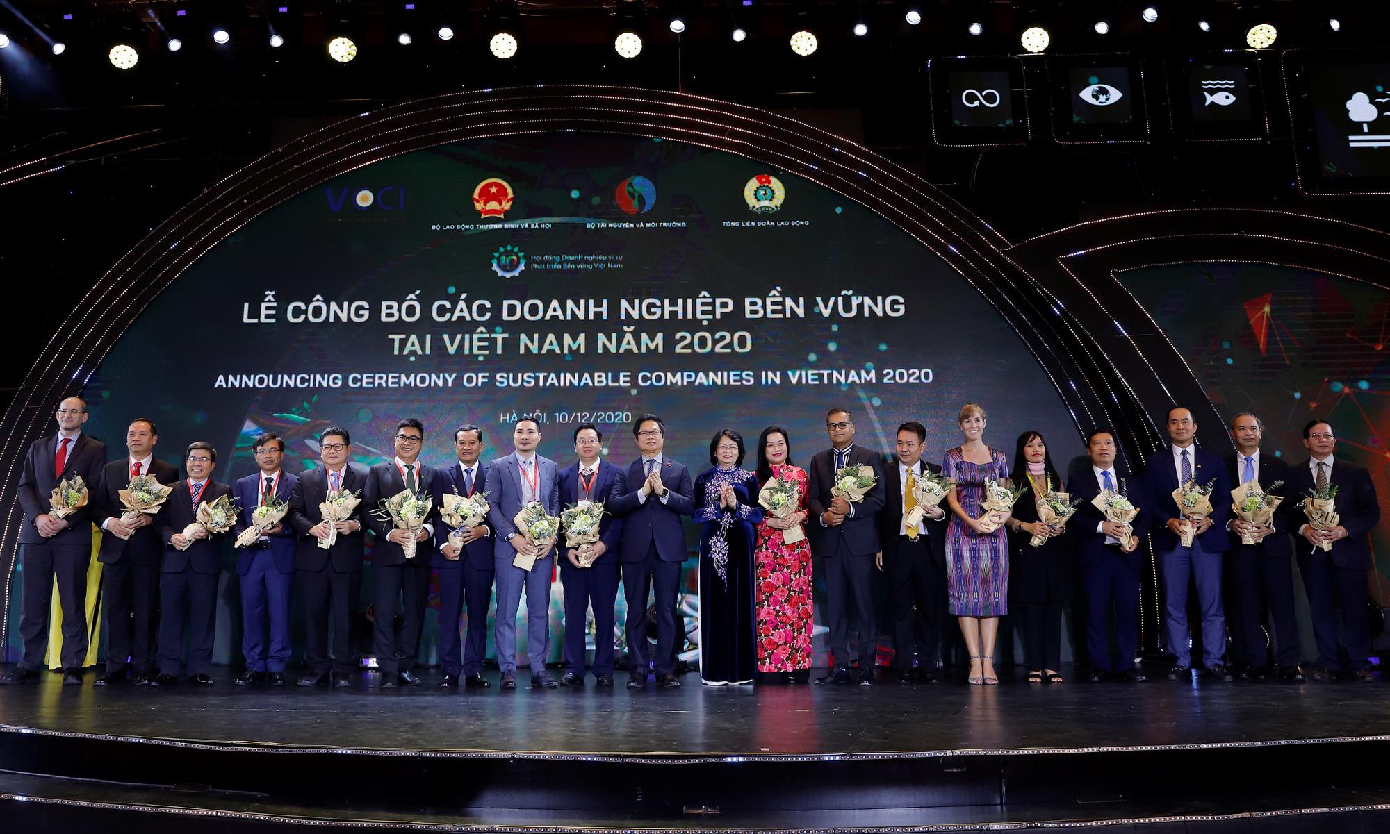 Vinamilk vững vàng vị trí dẫn đầu Top 100 doanh nghiệp bền vững Việt Nam năm 2020 - Ảnh 1.