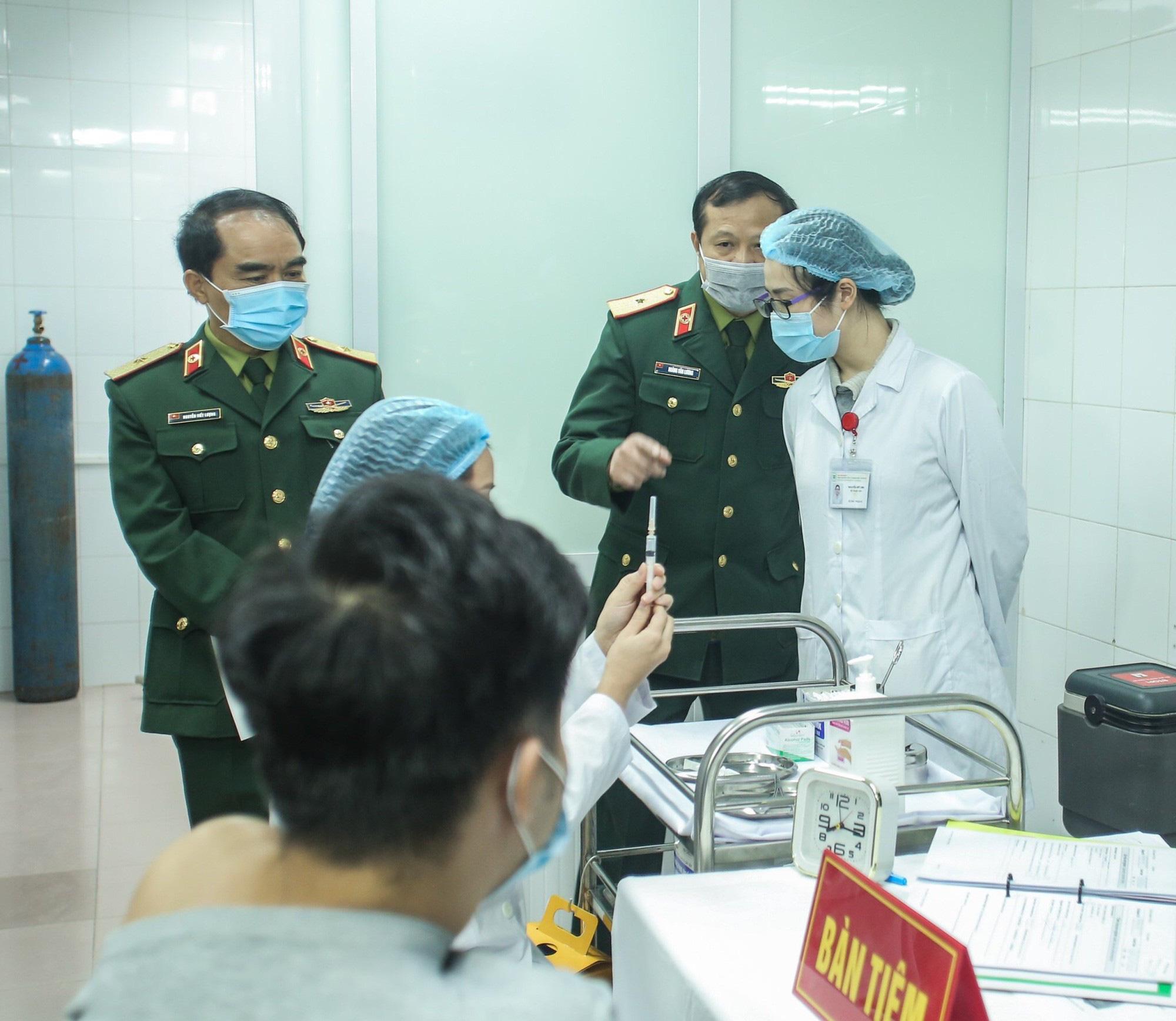 Cận cảnh: Người Việt đầu tiên tiêm thử nghiệm vắc-xin Covid-19 Nano Covax - Ảnh 2.