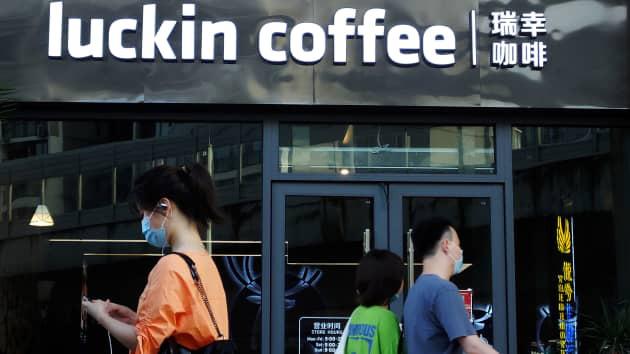 """""""Starbuck Trung Quốc"""" đồng ý nộp phạt 180 triệu USD sau bê bối khai man doanh thu - Ảnh 1."""