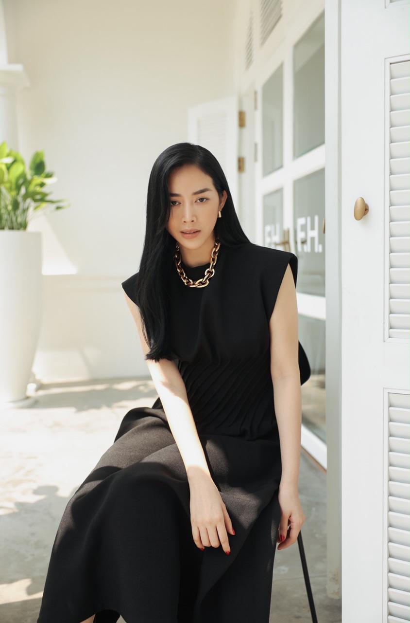 Mai Thanh Hà khéo khoe thân hình đồng hồ cát, tiết lộ bí quyết giữ eo bá đạo - Ảnh 2.