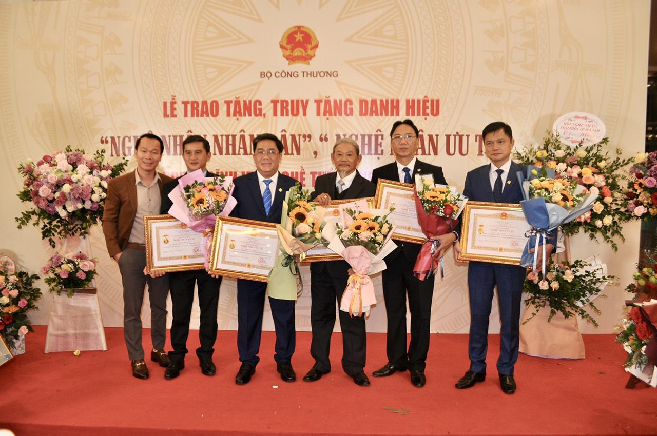 PNJ vinh dự có 6 nghệ nhân được trao tặng danh hiệu nghệ nhân ưu tú ngành Kim Hoàn - Ảnh 3.