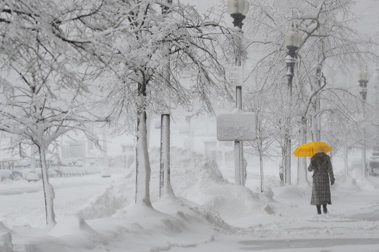 """Bão tuyết dày hơn 60 cm """"nhấn chìm"""" New York  - Ảnh 1."""
