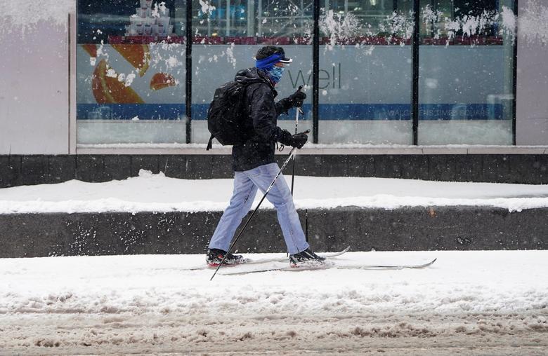 """Bão tuyết dày hơn 60 cm """"nhấn chìm"""" New York  - Ảnh 13."""