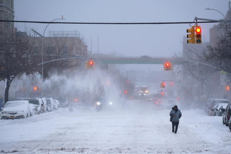 """Bão tuyết dày hơn 60 cm """"nhấn chìm"""" New York  - Ảnh 14."""