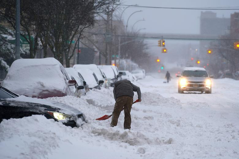 """Bão tuyết dày hơn 60 cm """"nhấn chìm"""" New York  - Ảnh 4."""