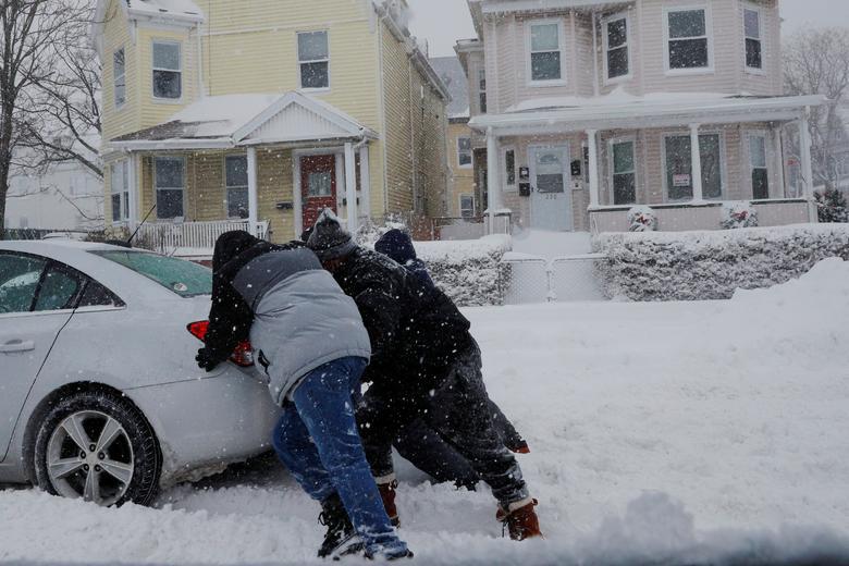 """Bão tuyết dày hơn 60 cm """"nhấn chìm"""" New York  - Ảnh 5."""