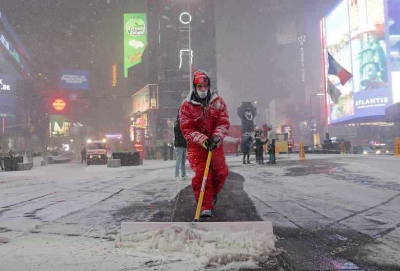 """Bão tuyết dày hơn 60 cm """"nhấn chìm"""" New York  - Ảnh 9."""