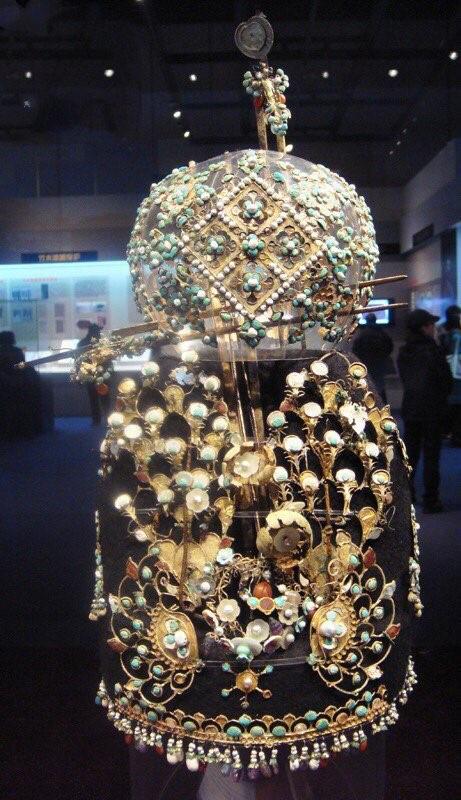 Mất 3 năm để phục hồi một chiếc mũ, giới khảo cổ ngã ngửa: Tóc của giới quý tộc cổ đại quả là đắt đỏ - Ảnh 1.