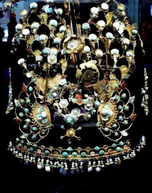 Mất 3 năm để phục hồi một chiếc mũ, giới khảo cổ ngã ngửa: Tóc của giới quý tộc cổ đại quả là đắt đỏ - Ảnh 3.