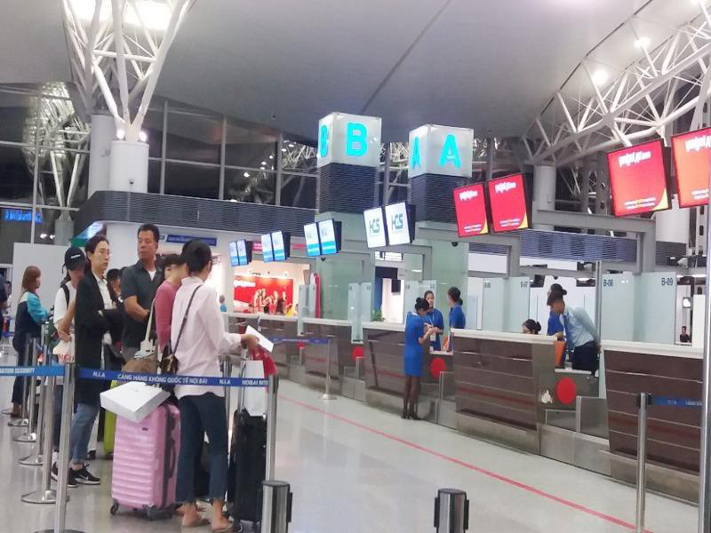 Nữ hành khách bị cấm bay vì đánh nhau ở sân bay - Ảnh 1.