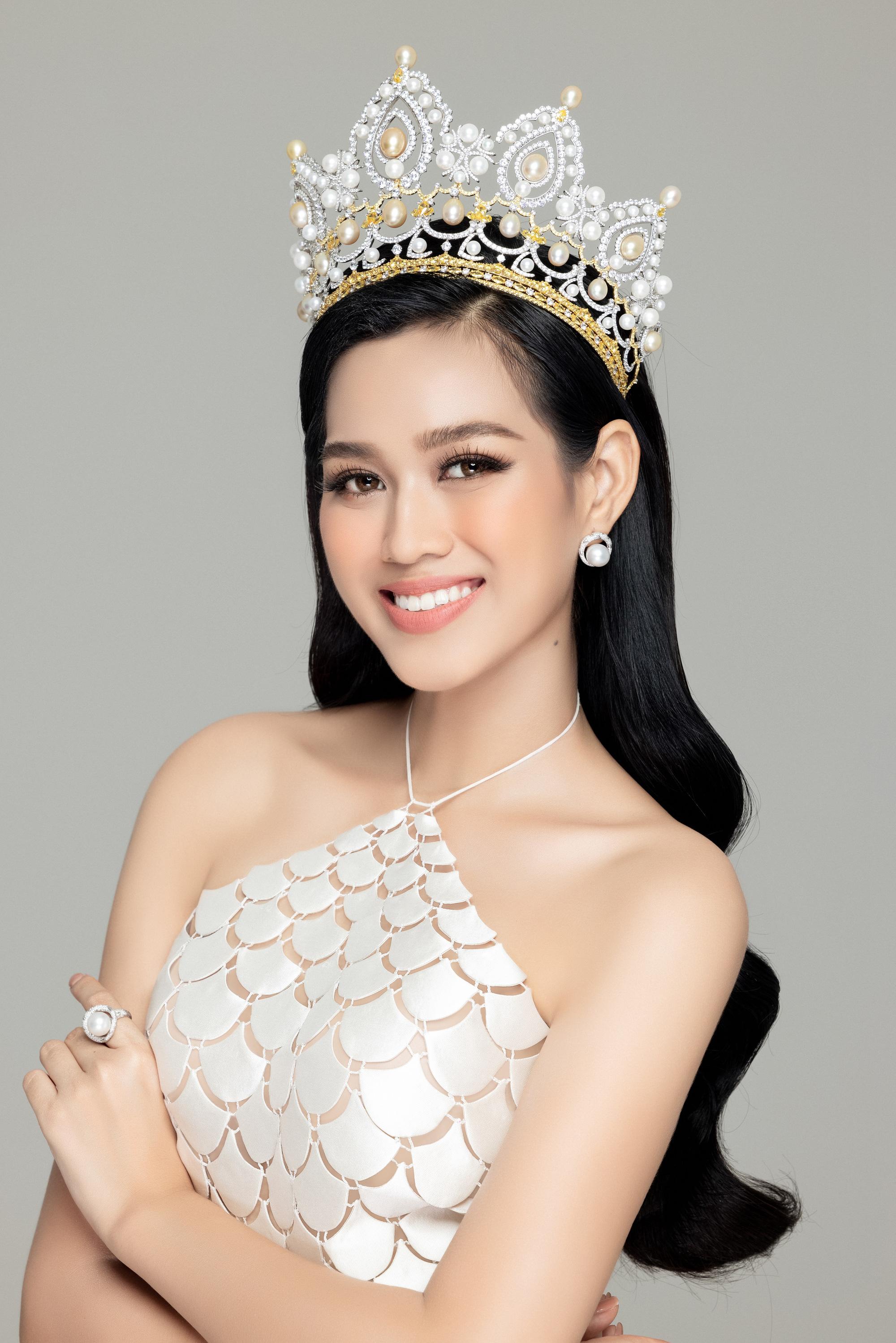 """Hoa hậu Đỗ Thị Hà: """"19 tuổi đăng quang, không phải là áp lực"""" - Ảnh 1."""