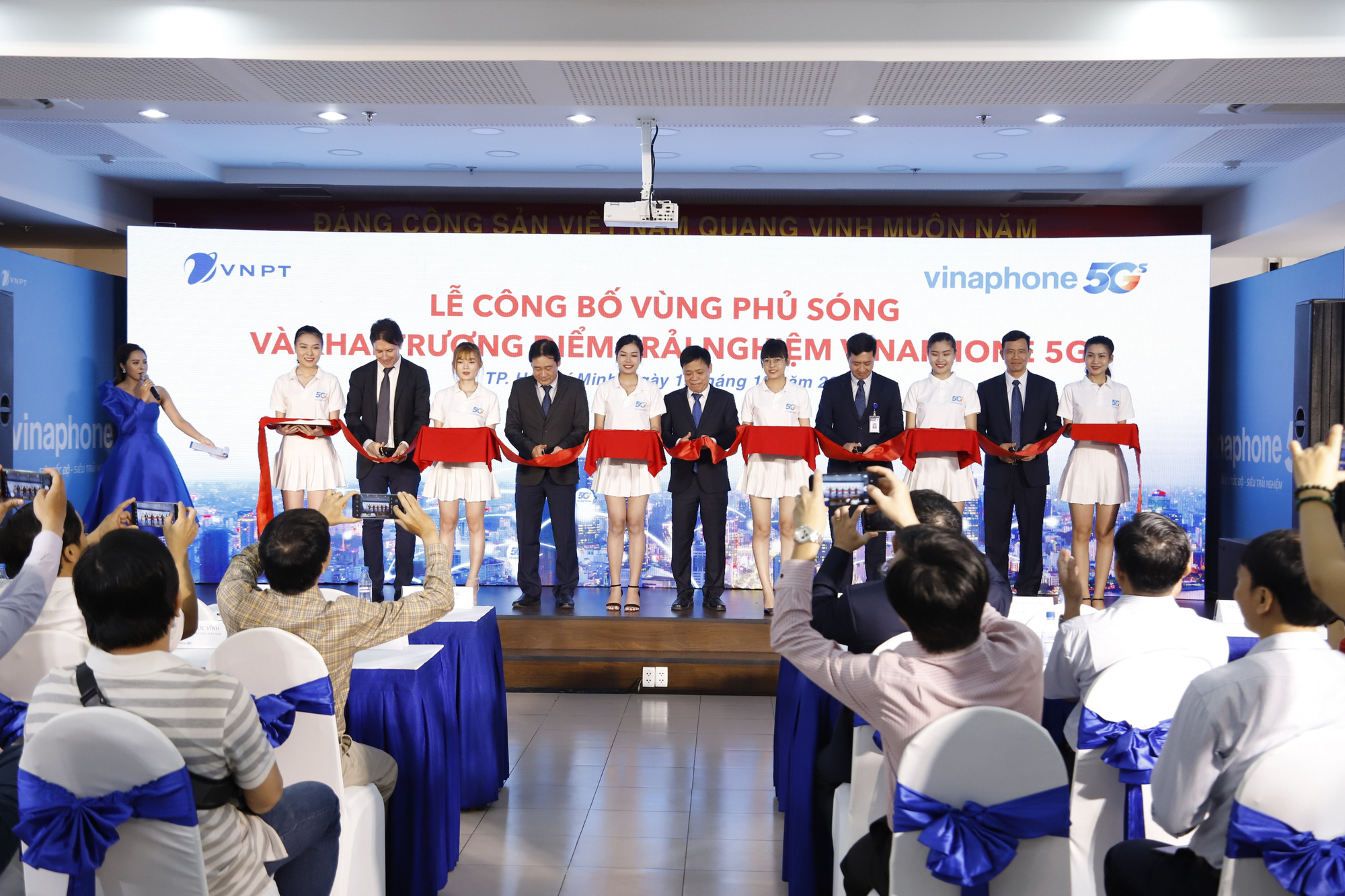 VNPT chính thức công bố vùng phủ sóng VinaPhone 5G tại Hà Nội và TP. Hồ Chí Minh - Ảnh 1.