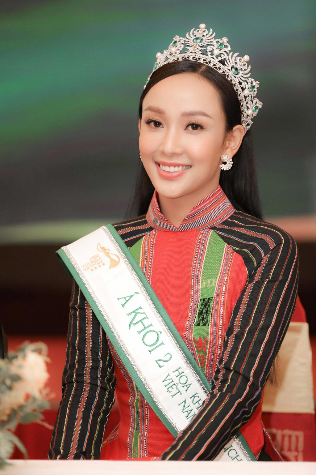 """Hai Á khôi """"Miss Tourism"""" bày tỏ quan điểm về việc không có hoa khôi - Ảnh 2."""