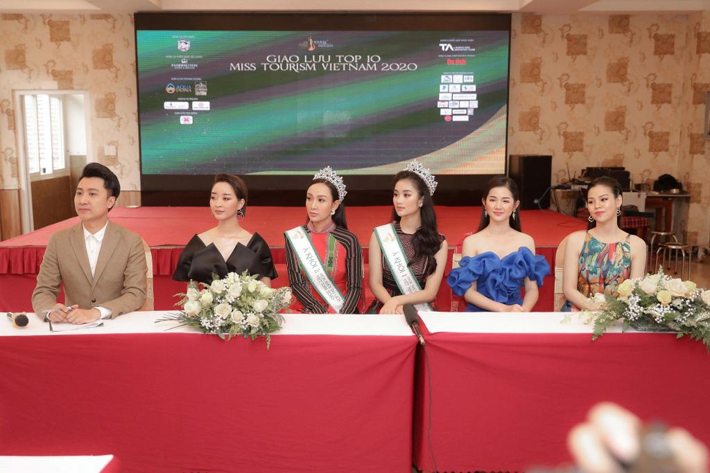 """Hai Á khôi """"Miss Tourism"""" bày tỏ quan điểm về việc không có hoa khôi - Ảnh 3."""