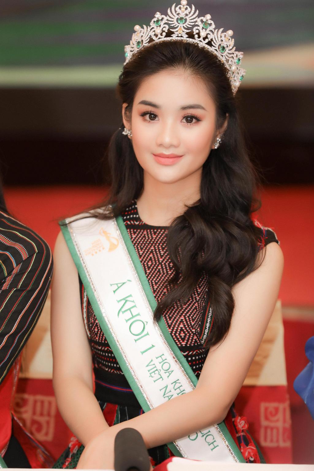 """Hai Á khôi """"Miss Tourism"""" bày tỏ quan điểm về việc không có hoa khôi - Ảnh 1."""