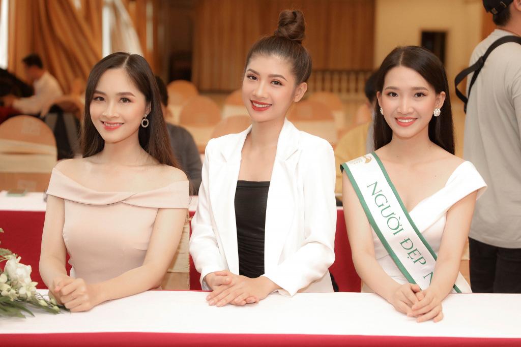 """Hai Á khôi """"Miss Tourism"""" bày tỏ quan điểm về việc không có hoa khôi - Ảnh 5."""