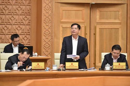 Bộ trưởng Nguyễn Xuân Cường báo cáo thiệt hại rất đau lòng do thiên tai dị thường tại miền Trung - Ảnh 1.