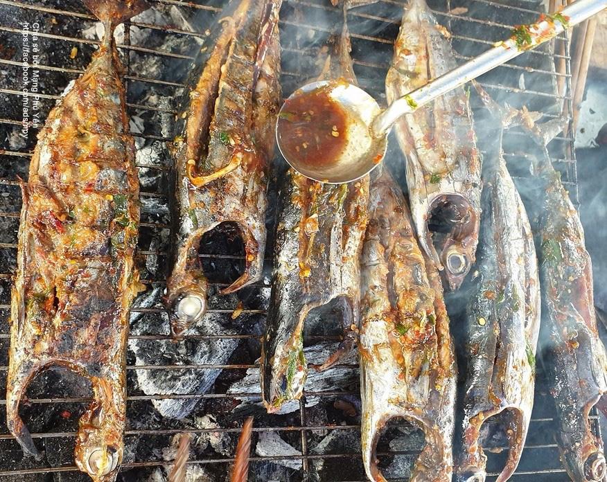 Phú Yên: Cá Ồ là cá gì mà khách lạ đến đây khi ăn muốn an toàn thì bẻ một tí đuôi ăn trước? - Ảnh 1.