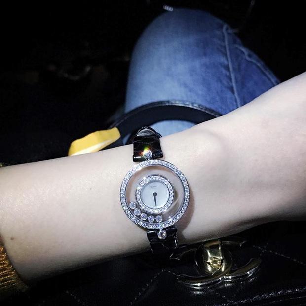 """Khám phá 2 """"siêu đồng hồ"""" 11 tỷ mà Công Vinh tặng Thuỷ Tiên  - Ảnh 2."""