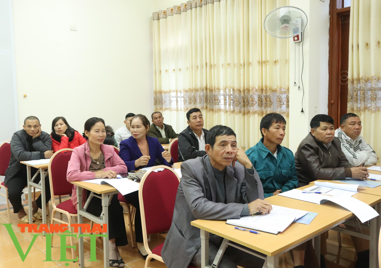 Sơn La: Tập huấn sản xuất rau an toàn và quy trình tưới nước tiết kiệm - Ảnh 2.