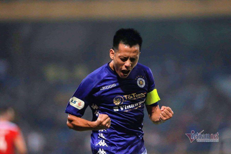 Văn Quyết chơi ấn tượng trong màu áo Hà Nội FC.