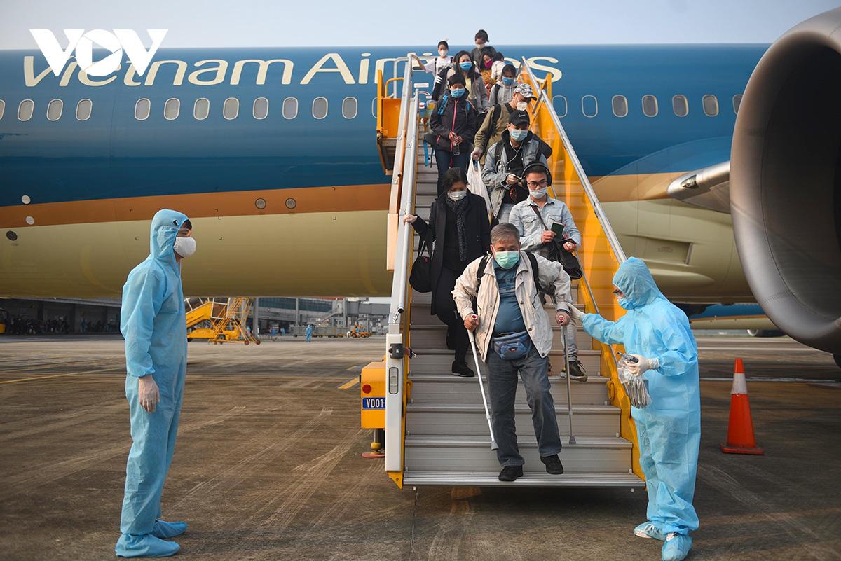Tiếp viên Vietnam Airlines để lây nhiễm Covid-19: Bộ GTVT gửi văn bản hỏa tốc - Ảnh 1.