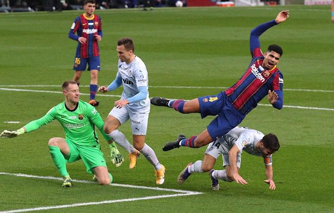 """Barca hòa như thua trước Valencia, HLV Koeman vẫn chưa chịu """"tung cờ trắng"""" - Ảnh 2."""