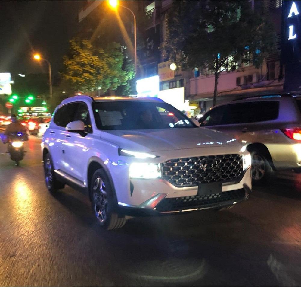 Bắt gặp Hyundai Santa Fe 2021 chạy trên đường phố - Ảnh 4.