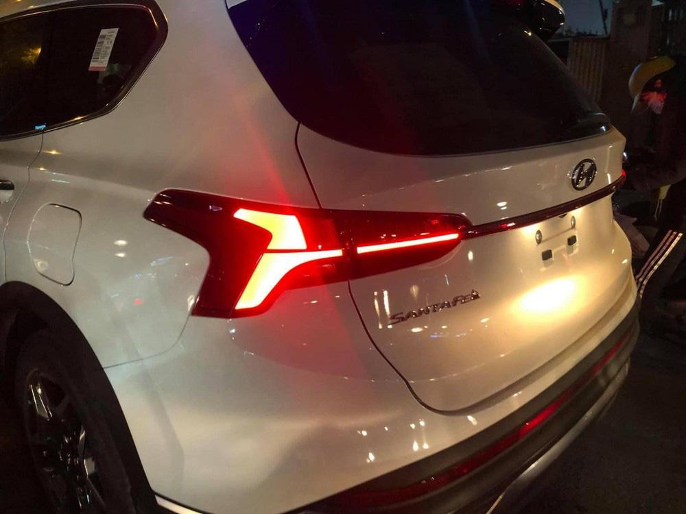 Bắt gặp Hyundai Santa Fe 2021 chạy trên đường phố - Ảnh 5.