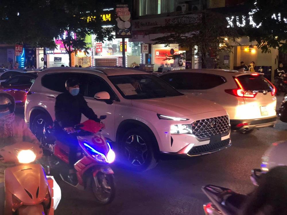 Bắt gặp Hyundai Santa Fe 2021 chạy trên đường phố - Ảnh 2.