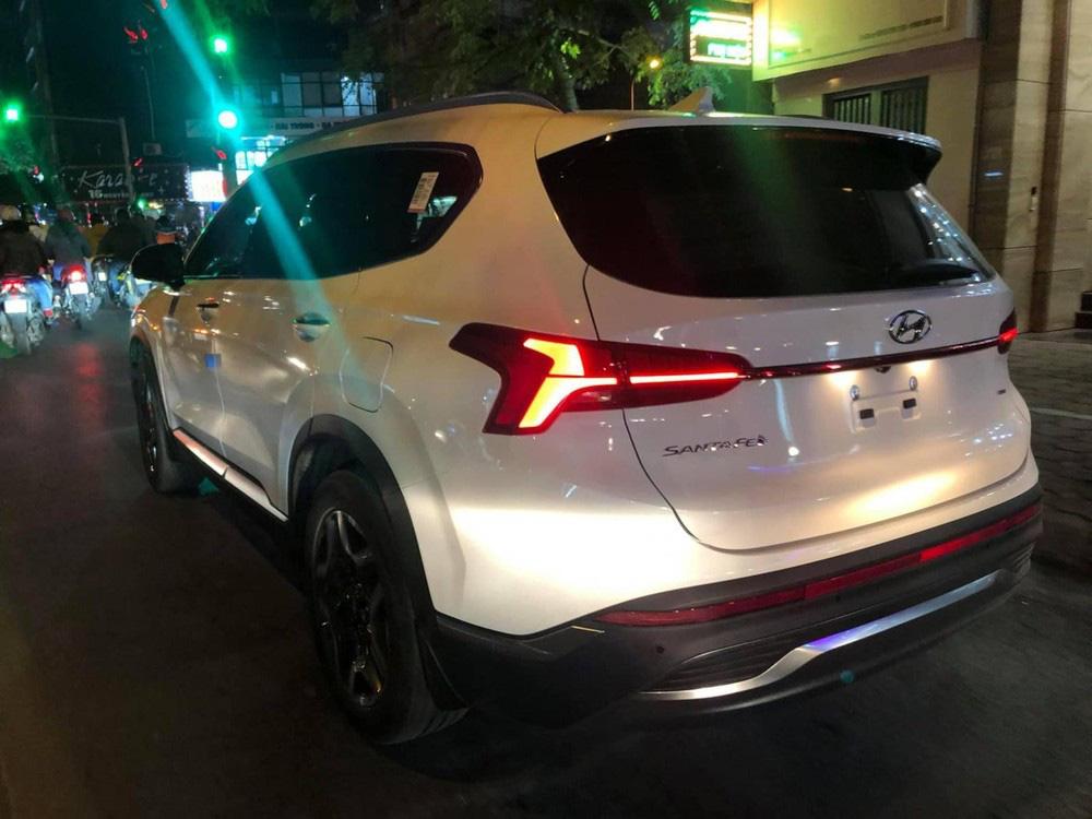 Bắt gặp Hyundai Santa Fe 2021 chạy trên đường phố - Ảnh 3.
