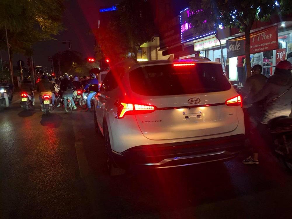 Bắt gặp Hyundai Santa Fe 2021 chạy trên đường phố - Ảnh 6.