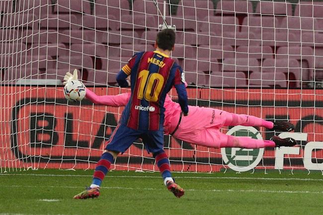 """Barca hòa như thua trước Valencia, HLV Koeman vẫn chưa chịu """"tung cờ trắng"""" - Ảnh 1."""